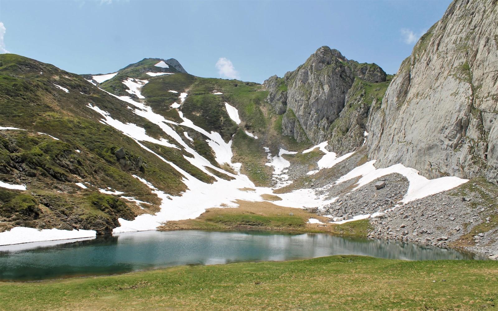Glacial lake Avostanis