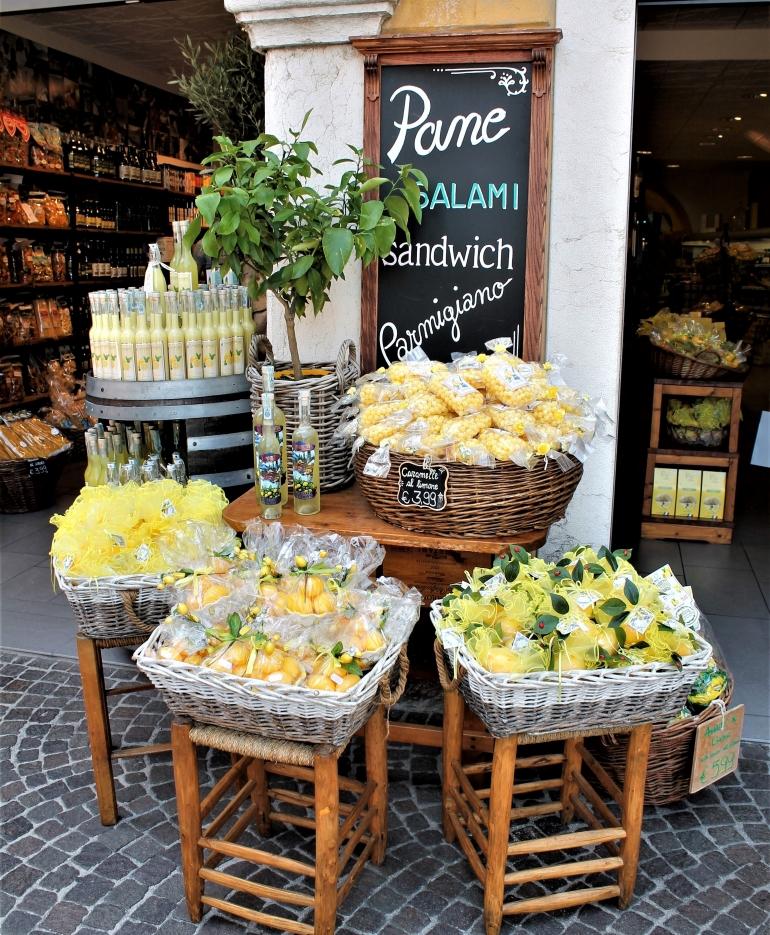 Eén van de vele winkeltjes in Limone sul Garda